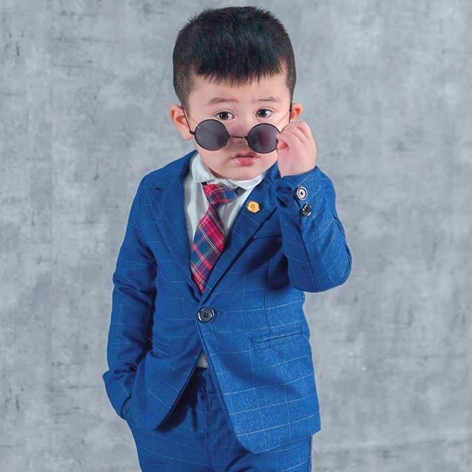 Chụp ảnh cho bé trai lịch lãm