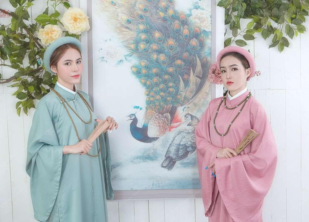 Chụp cổ trang Việt Phục