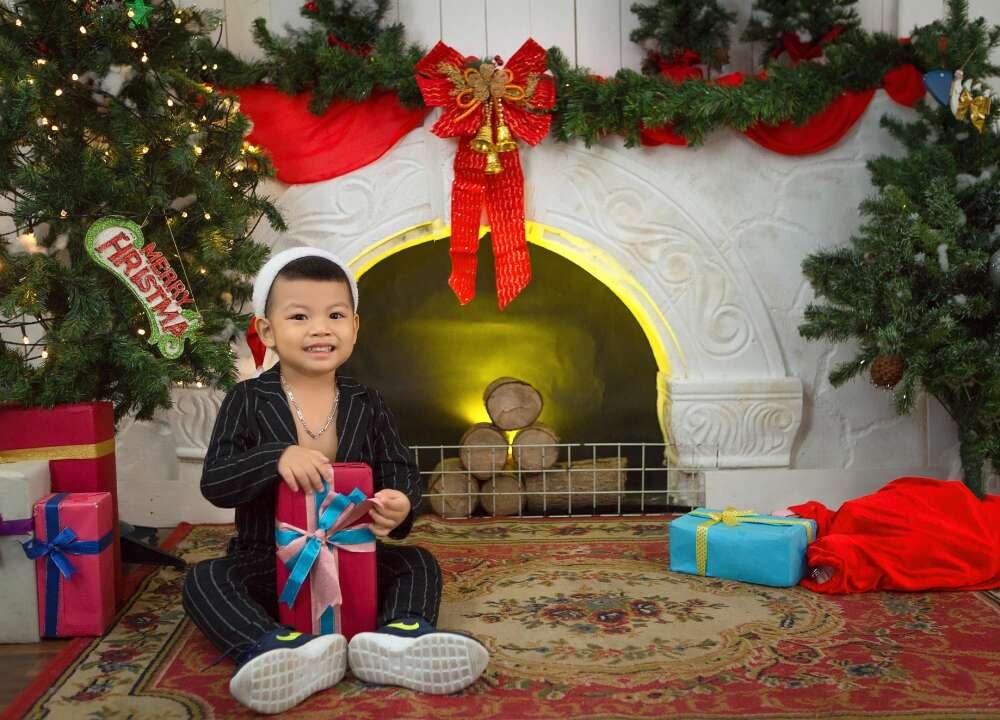 Chụp ảnh cho bé và gia đình